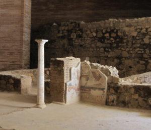 Romeinse zuil en mozaiek