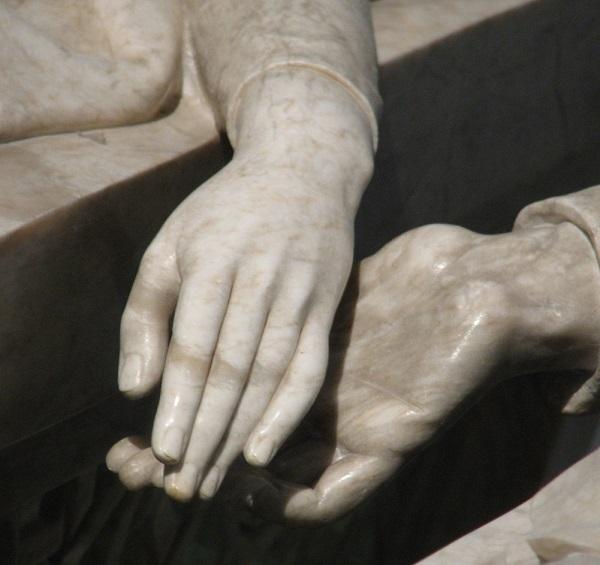Twee marmeren handen